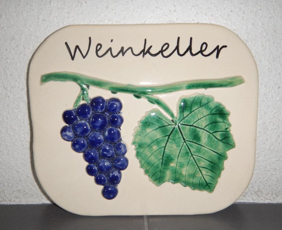schild-weinkeller-keramik-ivancsics-burgenland