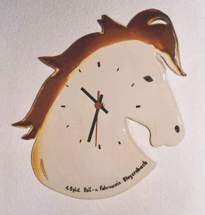 keramiker_ivancsics_handkeramik_Pferde-Uhr.jpg