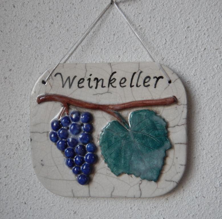 raku-schild-weinkeller-keramik-ivancsics-ollersdorf