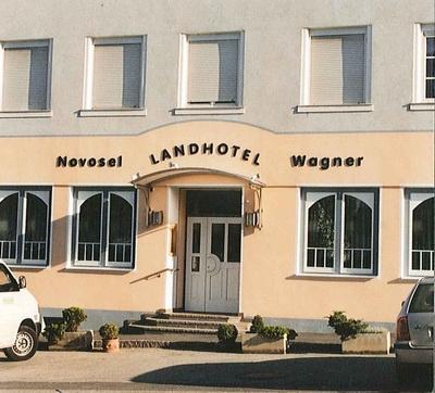 keramiker_ivancsics_handkeramik_Hotel-Novosel.jpg