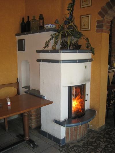 kachelofen_ivancsics_ollersdorf_CafeScampi-St.Michael-im-Bgld.jpg